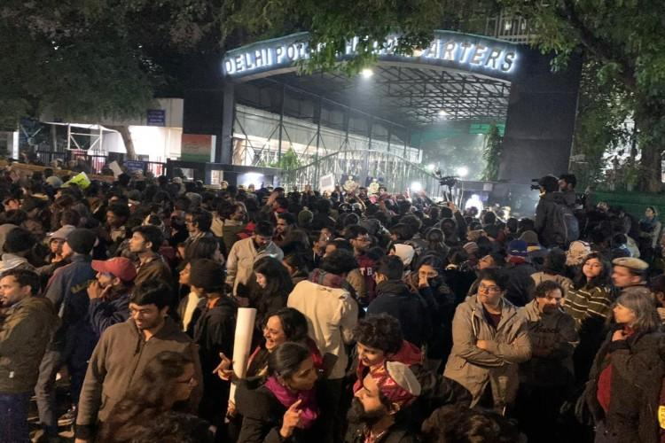 Hundreds protest outside old Delhi Police HQ against police action in Jamia