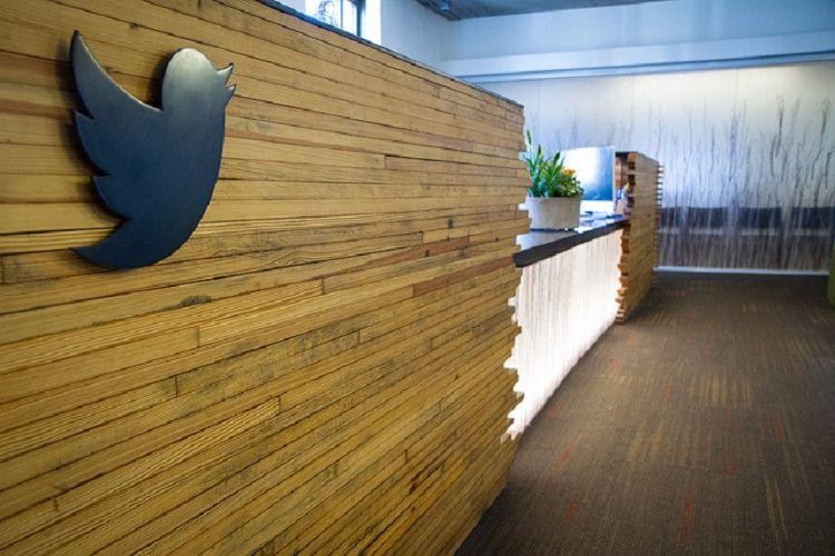 Two more top Twitter executives quit