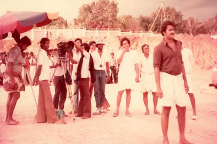 Mohanlal Sukumaran director Mani Ratnam cinematographer Ravi K Chandran among others are seen in the image which was taken in the sets of Malayalam movie Unaru