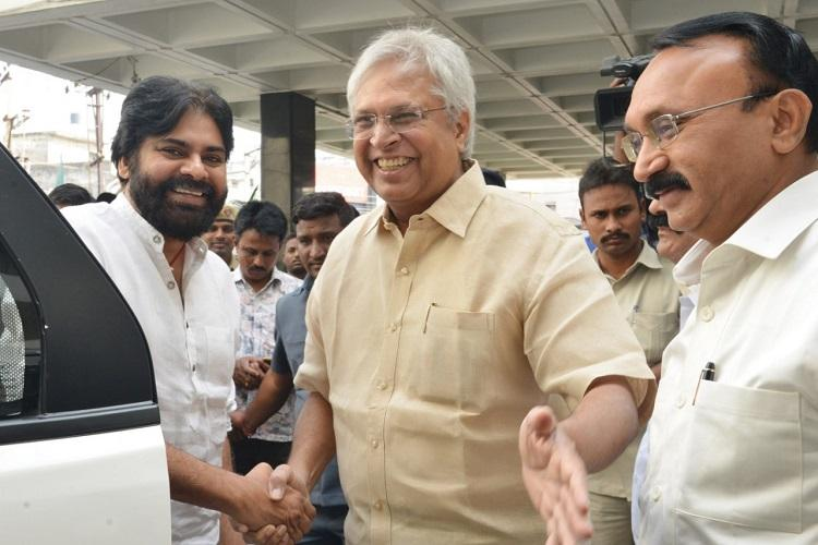We will unite for state Ex-MP Undavalli holds all-party meet on injustice to AP