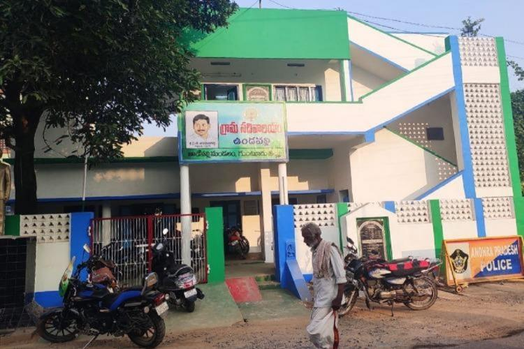 SC gives Andhra govt 4 weeks to remove YSRCP flag colours from govt buildings