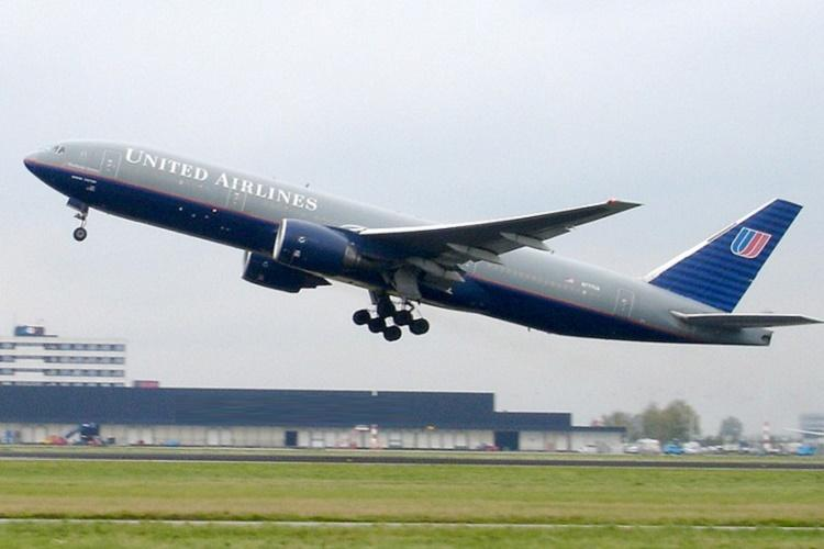United Airlines under fire in the US for barring teens wearing leggings from flight