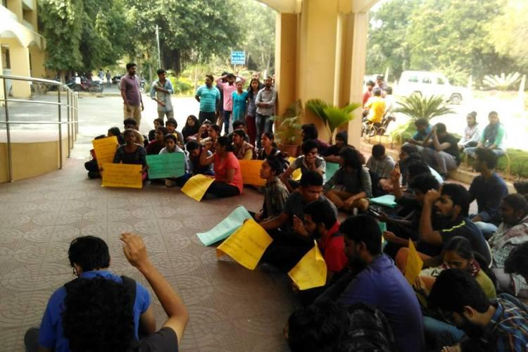 Hyd Uni students stage protest after research scholars suicide bid