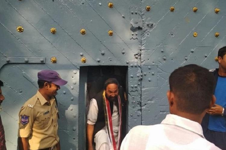 Telangana Cong chief meets arrested Osmania University students demands probe