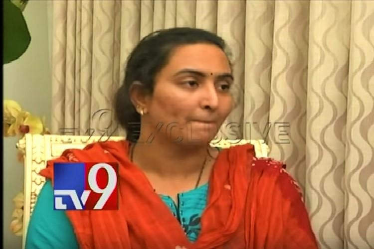 Vijay Sai suicide Comedians wife surrenders two weeks after his death