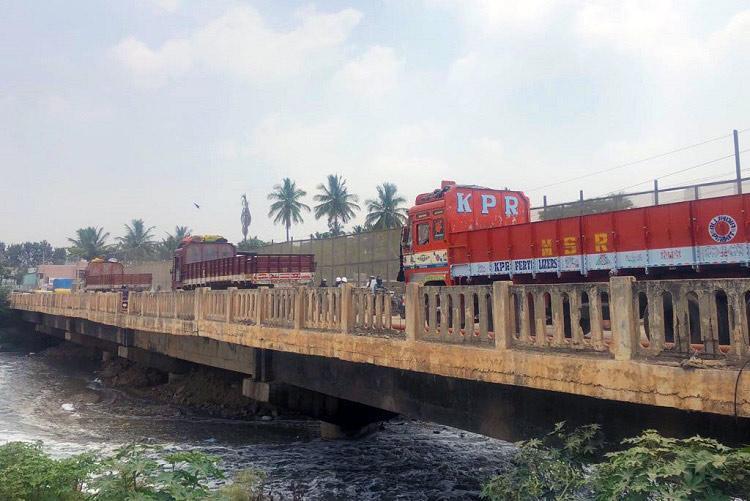 Bengalurus shaky Varthur bridge yet to be repaired leaving motorists in fear