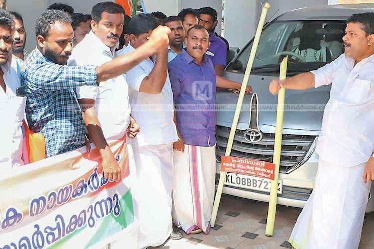 Youth Congress protest against Sahitya Akademi members for silence on Periya murders