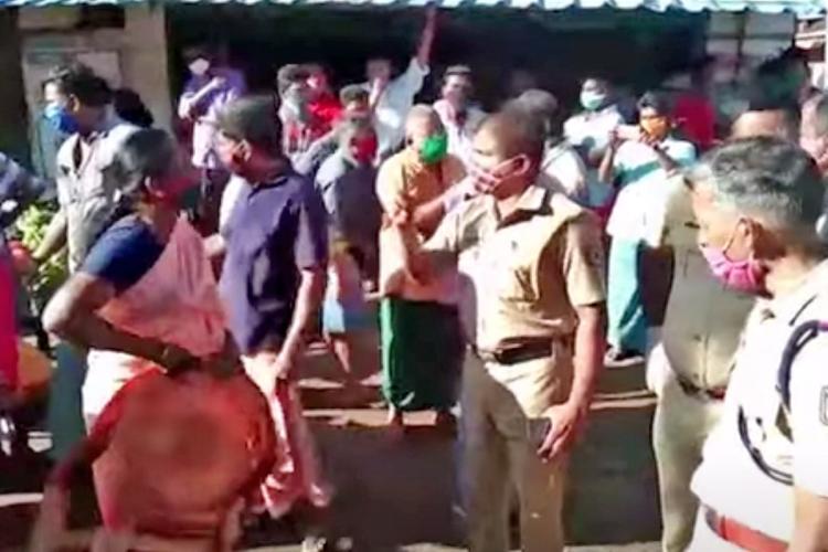 Alappuzha market vendors protest demanding regulations on entry of interstate vehicles