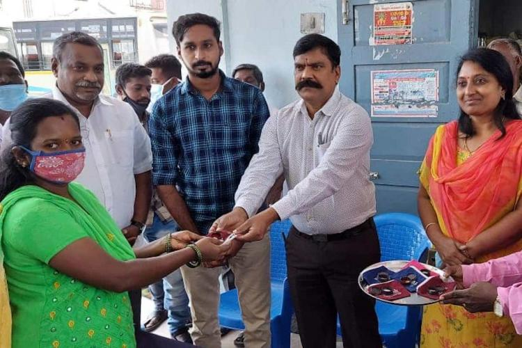 Vellore Waste Segregation campaign winner being gifted gold coin by corporation commissioner