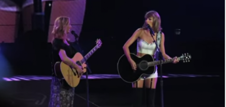 Lisa Kudrow Taylor Swift and Smelly Cat - What more could fans of FRIENDS ask for