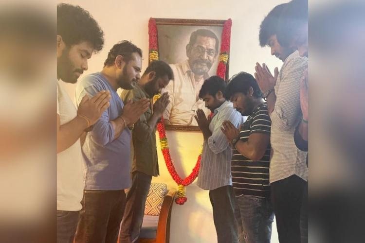 Vijay Sethupathi along with members from Laabam crew are seen praying and paying respect to late director Jananathans potrait