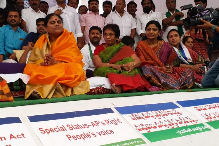 TDP MPs must join hands for Andhra special status says YSRs wife Vijayamma