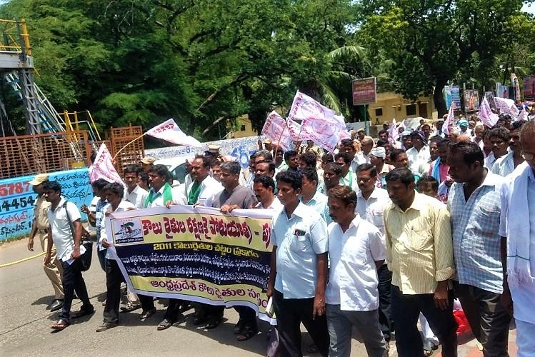 Angry at being neglected by Andhra govt tenant farmers gather at Vijayawada to protest