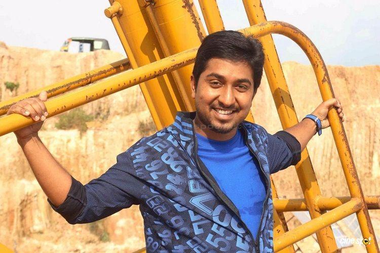Vineeth wants dad Sreenivasan to play lead role in his directorial