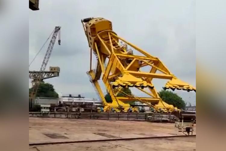 Crane collapsed