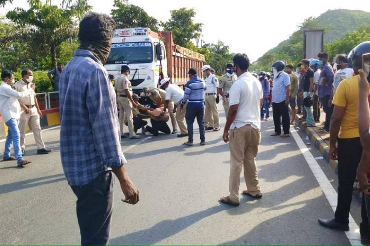 Dr Sudhakar being arrested in Visakhapatnam for allegedly creating a ruckus