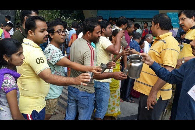 From locating ATMs to filling forms good samaritans are helping during demonetisation