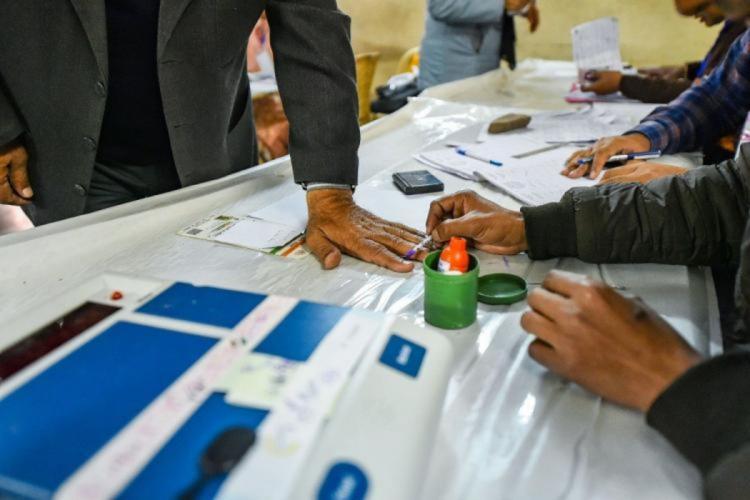 Inking during polling