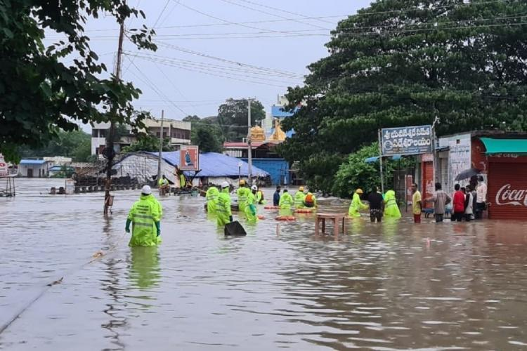 Low-lying areas flooded in Warangal after heavy rainfall