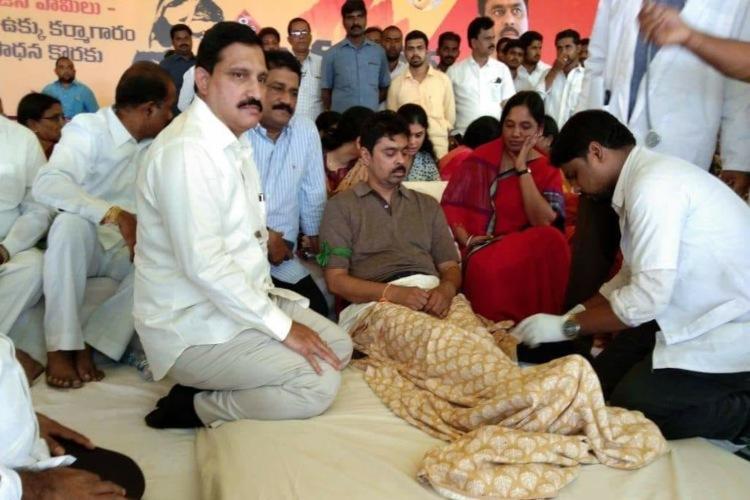 AP CM Chandrababu Naidu persuaded CM Ramesh to end his protest