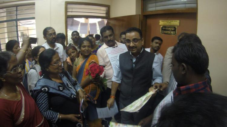 For not implementing KPME Bill activists give roses in protest to Ktaka Health Dep