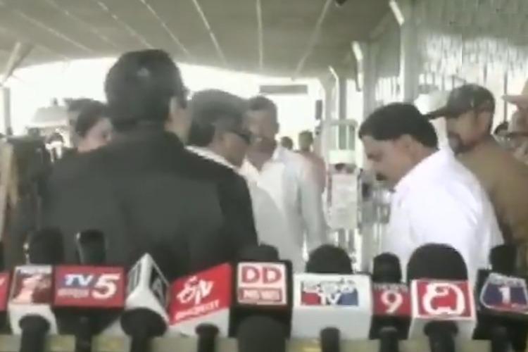 Former Karnataka CM Siddaramaiah slaps Congress worker caught on camera