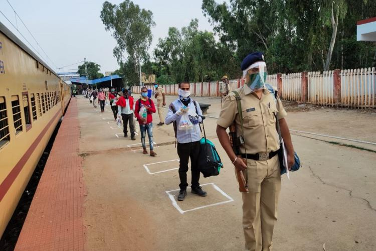 Migrant workers boarding train from Bengaluru amidst the pandemic