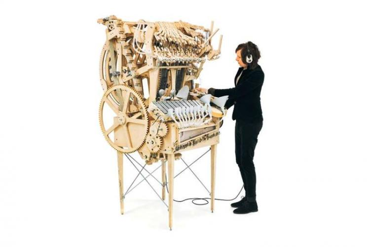 Video Swedish musician builds machine that uses 2000 marbles to create a brilliant sound