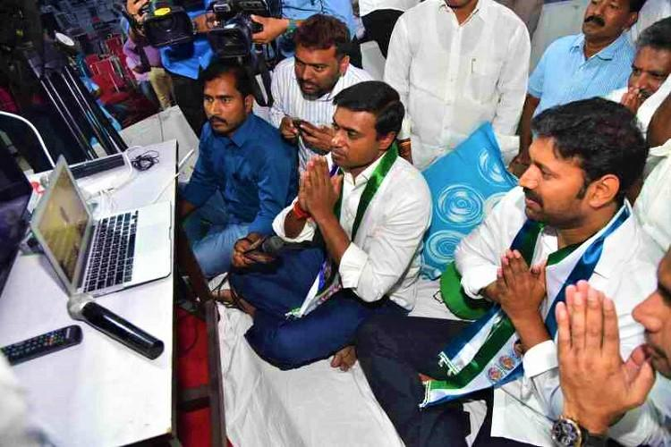 Andhra special status YSRCP ends indefinite fast after all five MPs hospitalised