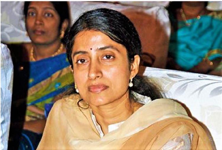 Andhra court issues warrant against Jagan's wife in