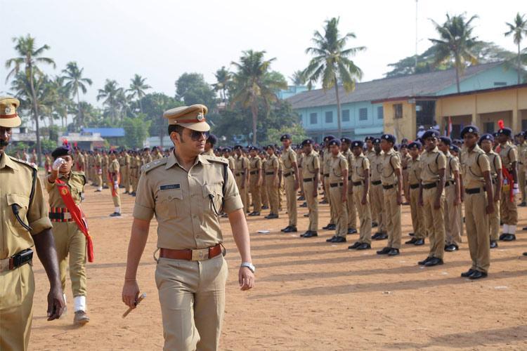 Minister Pon Radhakrishnan moves privilege motion against Kerala cop Yathish Chandra