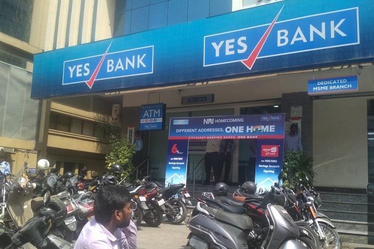 Yes Bank mulls raising 1 billion through public offer of shares