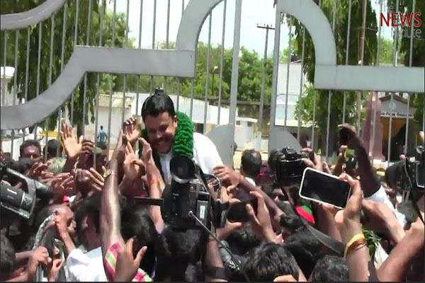 Prime accused in murder of Dalit boy Gokulraj walks out of jail to a heros welcome