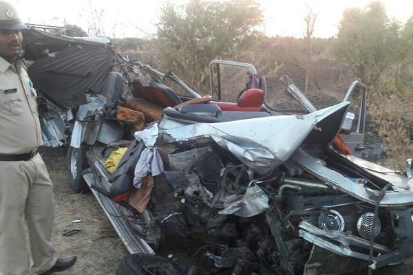 7 degree students among eight killed after cruiser rams into private vehicle in Chitradurga