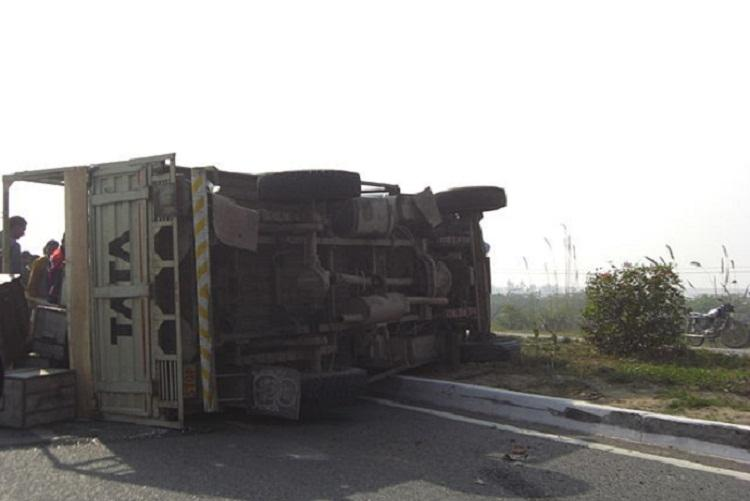 Two killed 15 injured in bus-lorry collision at Malappuram