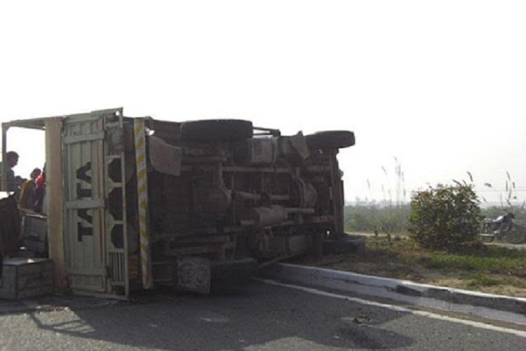 Three students among four killed in auto-lorry collision in AP kin stage protest