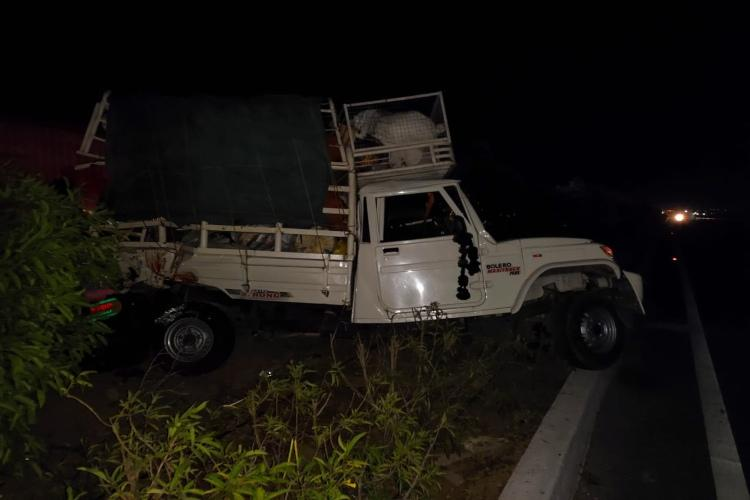 Truck with 30 migrants going home in lockdown meets with accident in Telangana 5 dead