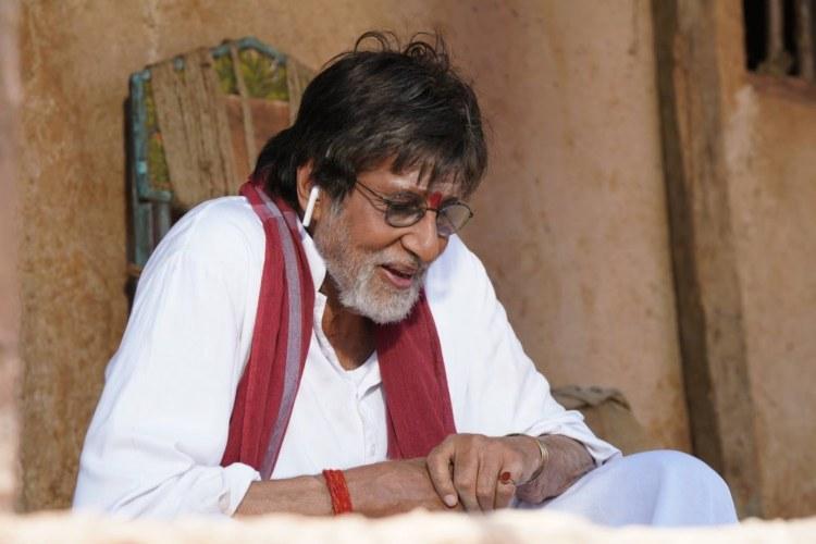Amitabh Bachchan on Uyarntha Manithan sets says hes Sivaji Ganesans disciple