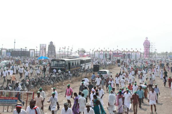 In sizzling Dharmapuri heat voters gather to hear Amma who brought them drinking water