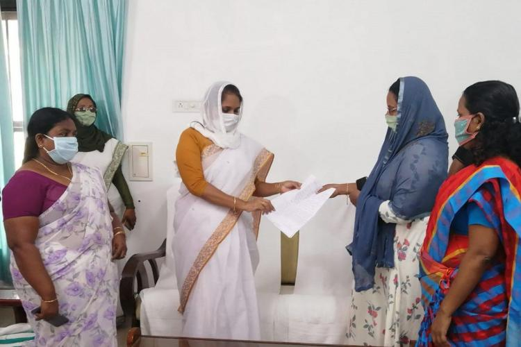 Anganwadi teachers give complaint to Womens Commission