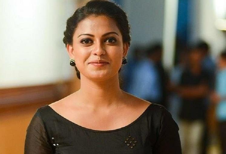 Probe on eatery in Kerala airport after actor Anusree complains of exorbitant prices