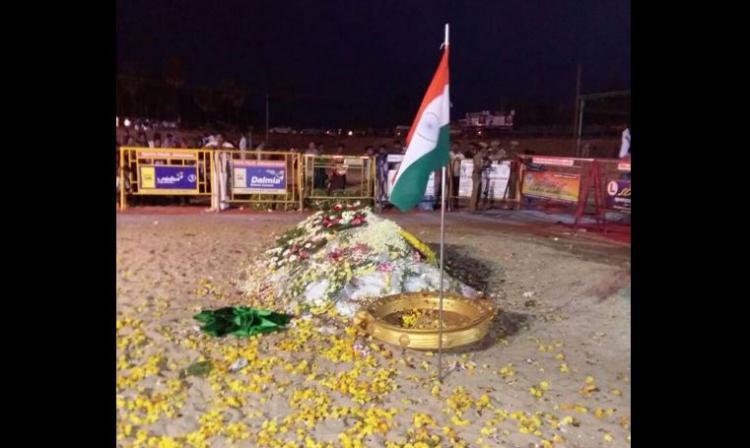Five months after demise Abdul Kalams grave languishes under a make-shift shelter