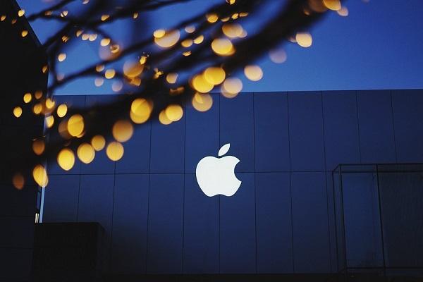 Apple stock market value crosses 900 billion for first time