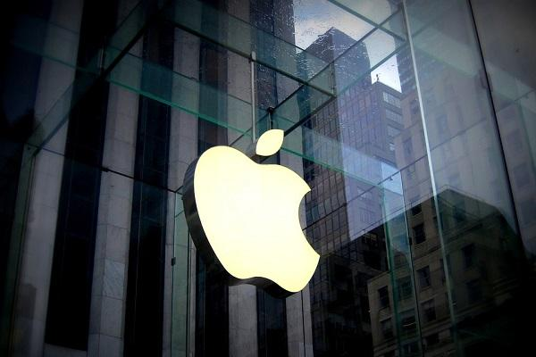 Apple becomes first US company to hit 15 trillion market cap