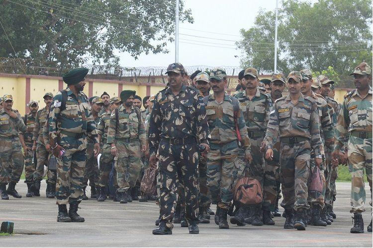 Army personnel from Pune reach Tpuram proceed to flood-hit areas for rescue