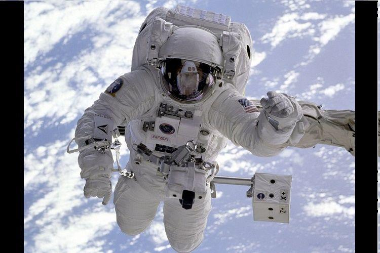 Space boot to prevent astronauts from tripping over