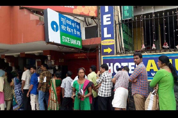 Amidst long queues and crowded banks two people die in Kerala