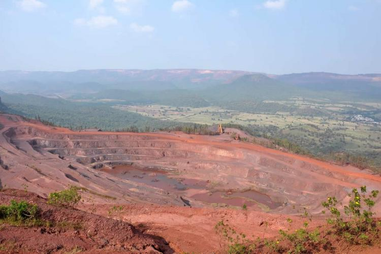 Illegal mining Delay in fixing Karnataka-AP inter-state boundary halts CBI probe