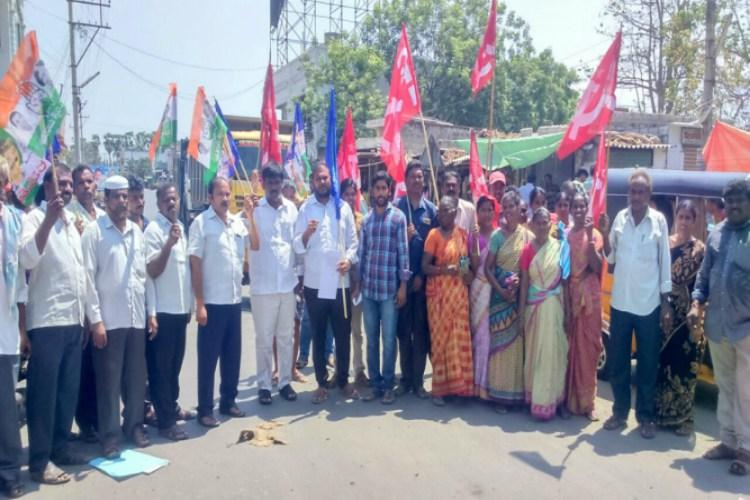 Andhra bandh Daily life comes to grinding halt as buses off roads exams postponed