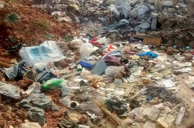 Blatant civic apathy BBMP contractor dumps garbage near Bengaluru lake